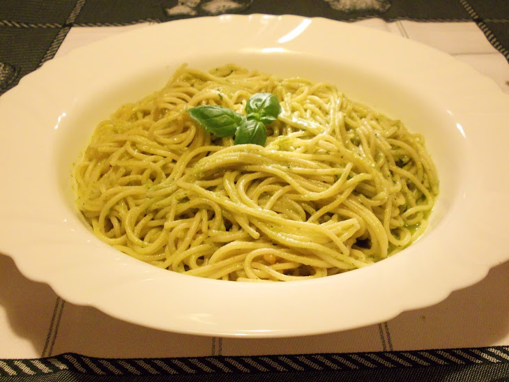 Homemade Spaghetti with Pesto Sauce