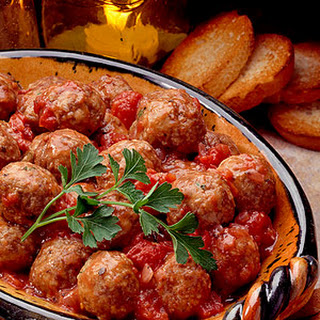 Meatballs in Tomato-Wine Sauce