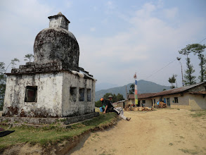 Photo: Lyngve sitting next to a white chorten in Thotong (2260m)