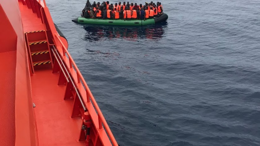 Rescate de una patera en las proximidades de la costa almeriense.