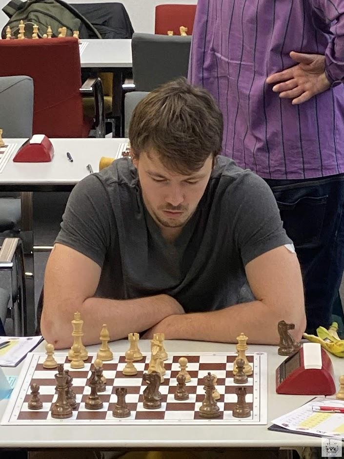 Oliver spielt in Runde 5 gegen Mario Ahlberg (SG Weißensee 49)