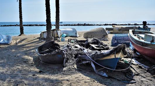 Barcas calcinadas en el incendio