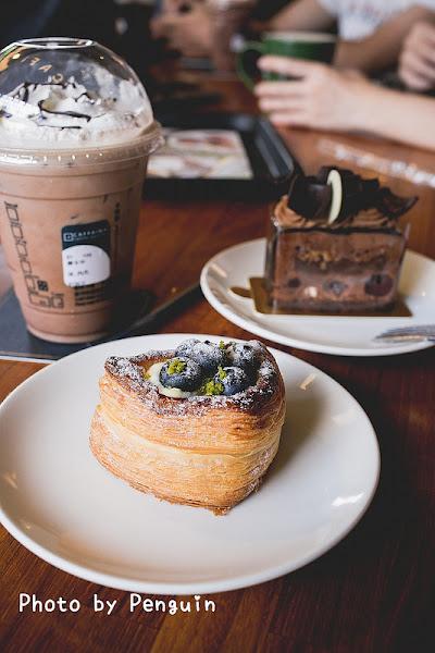 卡啡那CAFFAINA.高雄.鼓山區 .氛圍跟甜點都值得再訪的咖啡館 – 肥油太厚-鵝娘的後宮