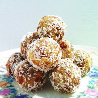Biscuit & Date Balls