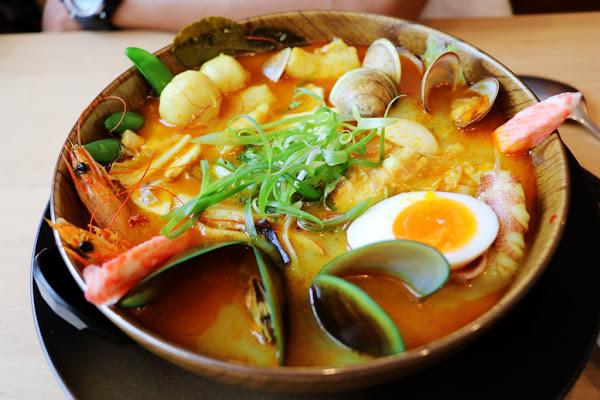驚艷的湯頭海鮮叻沙麵 岡山Hao飯寓所