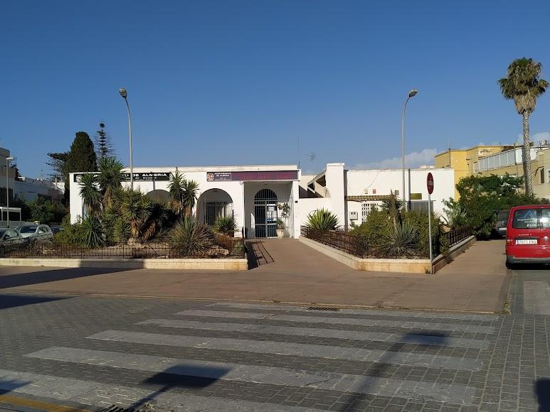Plaza de Colón, jardines a las puertas del Centro Social (antiguo mercado)