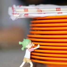 Yotsuba pushing the plates by Alice Chia - Artistic Objects Toys ( yotsuba, pleates, pushing, bend legs, chopsticks,  )
