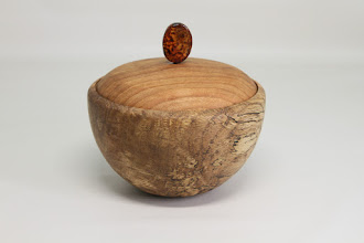 "Photo: Jeff Tate 6"" x 5"" Box with Bead knob [spalted oak, black cherry]"