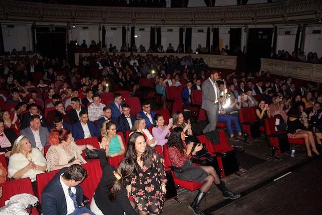 Dani Vikario, saxy live, deleitó deleitó a los asistentes a la gala que llenó el Teatro Cervantes.