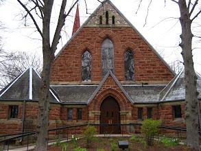 Photo: Klisede org çalıyordu, ama kapı kapalıydı.
