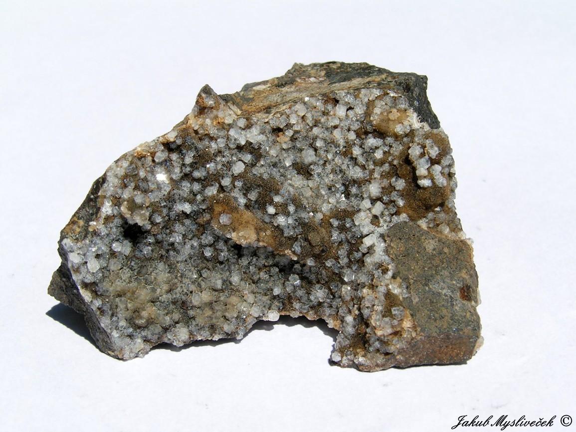 Photo: Hezká dutina s xx phillipsitu (Rytina soutěska). Velikost vzorku 56 mm. Nalezeno dne 1.7. 2016.