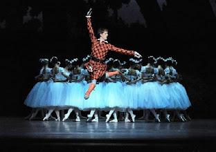 Photo: WIENER STAATSOPER/ Wiener Staatsballett: LA SYLPHIDE - Ballettpremiere am 26.10.2011. Nachstellung der Originalversion durch Manuel Legris.  Alternativbesetzung: Shane Wuerthner. Foto: Barbara Zeininger
