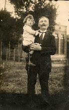 Photo: besavi patern i pare Joan Escapa i Renom (Barberà del Vallès,1860 ? – † Sabadell, 1938) amb el seu nét, Joan Escapa i Lloret (Sabadell, 1922 – † 1993), el meu pare.