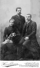 Photo: Bäckhaga. Judit Jansson, Anders Persson, Elias Jansson. Judit o Anders bodde vid Bäckhaga Elias vid Forsbacka. Årtal 1899