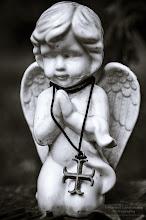 Photo: Praying angel ©http://markuslandsmann.zenfolio.com/