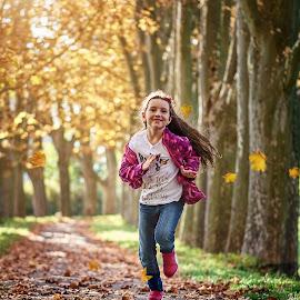 Run, baby run by Jiri Cetkovsky - Babies & Children Children Candids ( girl, autumn, straznice, leaves, run )