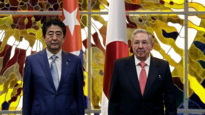 日本首相安倍晉三與古巴國務主席勞爾‧卡斯特羅