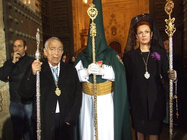 Pedro Pavón Espín, Hermano Mayor Honorario de Estudiantes, junto a su sobrino, José Luis Cantón y Carmen Villanueva.