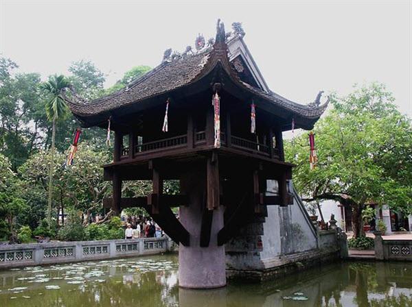 Chùa Một cột nằm trong khuôn viên Lăng phủ Chủ Tịch