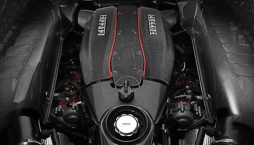 The engine pushes out 530kW and 770Nm to help the Pista sprint to 200km/h (not 100km/h) in 7.6 seconds