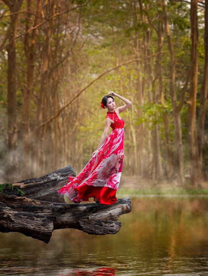 Princess of  by Gusti Gifarinnur - People Fashion