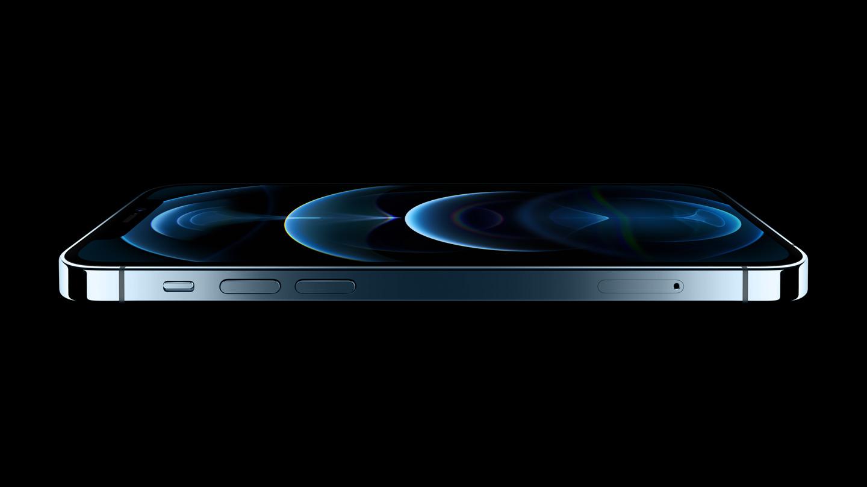 Ein horizontales Profilbild des iPhone 12 Pro zeigt das neue flachkantige Design und die Ceramic Shield-Front.