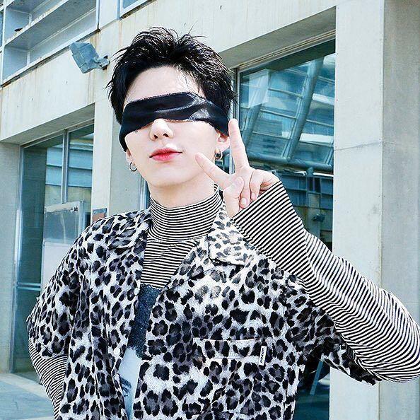 kihyun blindfold 1