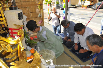 Photo: 【平成23年(2011) 宵々宮】  亀ヶ池八幡宮 宮司による「御霊入れの儀」が滞りなく行われる。