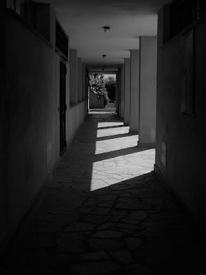 corridoio e ombre di Veronix