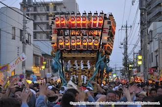 Photo: 【平成24年(2012) 本宮】  夜間渡御。提灯に火を入れ、勇ましく渡御。