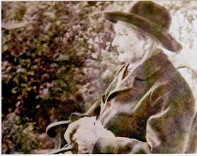 """Photo: 17.10.2015 - 100 eme anniversaire de la mort du grand Jean-Henri FABRE (17.10.1915), l'Homère des insectes. Assis dans son jardin quelques jours avant sa mort. Photo revue """"les annales"""" 1915 - collection privée."""