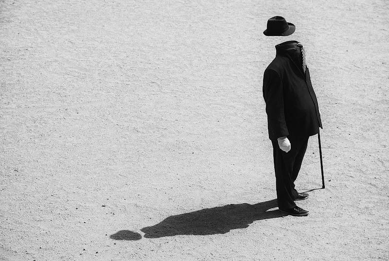 L'uomo invisibile e la sua ombra di BASTET-Clara