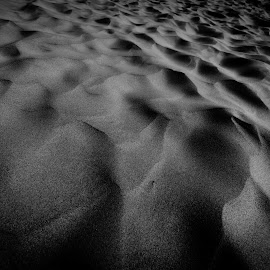 Sand formation by Sunayan Banerjee - Nature Up Close Sand ( sand, desert, black and white, rajasthan, nature up close, landscapes,  )