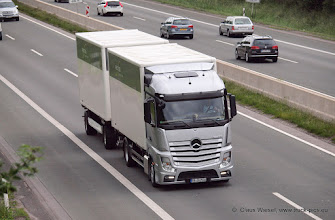 Photo: Nice New Actros  ---> www.truck-pics.eu