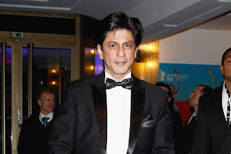 Photo: Shah Rukh Khan shouts 'khamosh!' at chaotic press meet http://t.in.com/4rUm