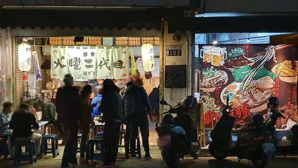火曜二代目 寧靜柳川旁的熱鬧平價拉麵店。叉燒飯總價70元起