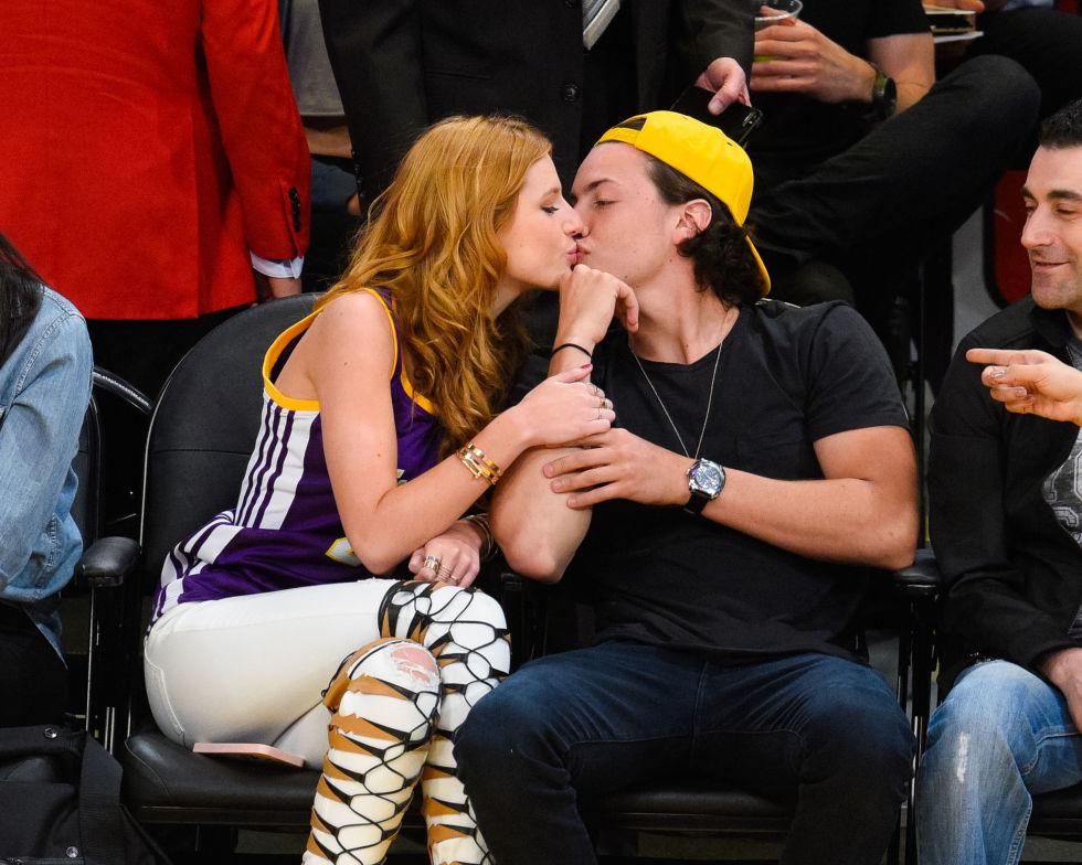 Hookup justin bieber juego kissing games