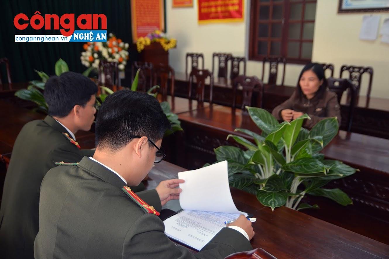 Phòng An ninh nội bộ Công an tỉnh làm việc với Nguyễn Thị T.T.