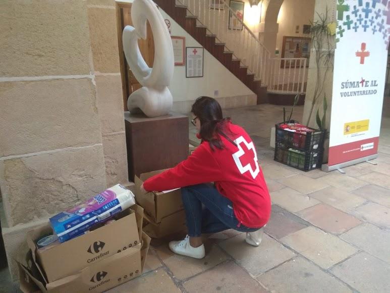 Cruz Roja entrega a casi 2.000 personas comida y productos de primera necesidad.
