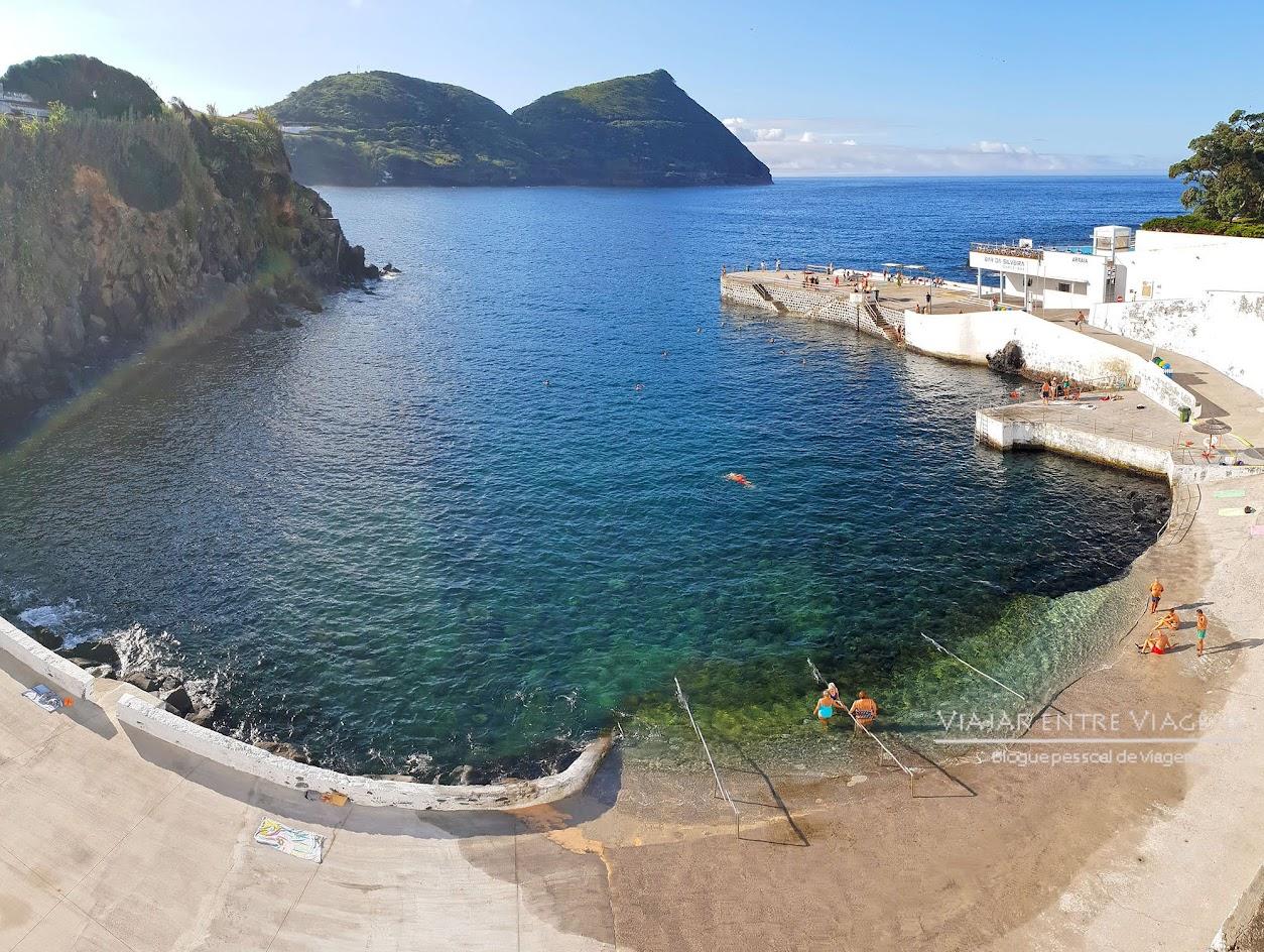 Desfrutar da zona balnear da Silveira, na ilha Terceira