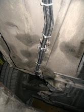 Photo: Detalle del macarrón por los bajos del coche.