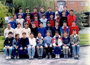 """Photo: Curso 1987-1988 Primero A de BUP. Nos comenta Julio López Rosales:""""Estoy en la foto de 1º A del curso 87-88. De hecho yo aún conservo esa foto. Recuerdo los nombres de Aguilera, el Venezolano, Trucha,  Balboa... se me agolpan los recuerdos, aunque no con mucha claridad. Yo era amigo de Javier Medina, Tintín, Tino, Ruti, Chma, De Paz, Pita... A ver si me ayudáis a recordar."""""""