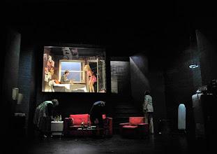 Photo: Wien/ Kammerspiele: AUFSTIEG UND FALL VON LITTLE VOICE von Jim Cartwright. Inszenierung Folke Braband. Premiere 7.5.2015. Sona MacDonald, Eva Mayer, Michael Von Au. Copyright: Barbara Zeininger