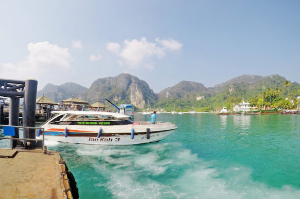 Travel from Koh Yao Noi to Koh Lanta via Phi Phi Island by Speed Boat and Ferry