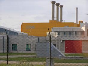 Photo: Bemærk ventilationsskorstene, det højradioaktive affald skal køles i ca. 100 år.