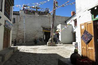 Photo: Dans les rues de Lo Manthang (entrée de la ville close)