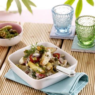 Salat aus gebratenen Kartoffelspalten