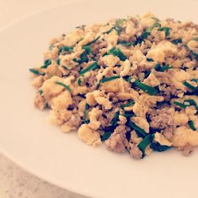 22/08/13。蛋蛋炒豬韭。 by Chunghui Kuan - Food & Drink Cooking & Baking