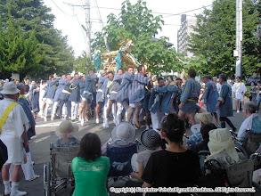 Photo: 【平成16年(2004) 本宮】 元町地区。中村病院を慰問し、神輿もみを披露。