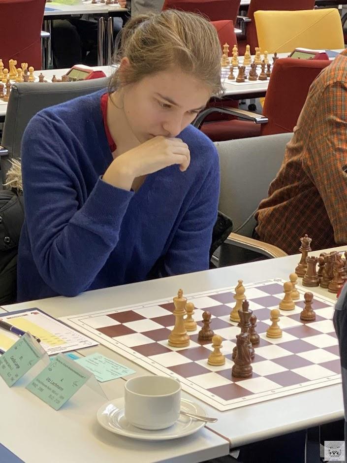 Cecilia spielt in Runde 3 gegen Utz Lachmann (SF Berlin 1903)